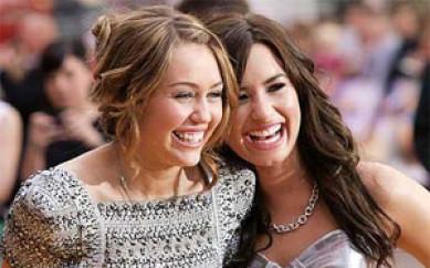 Miley Cyrus e Demi Lovato difendono le curve su twitter