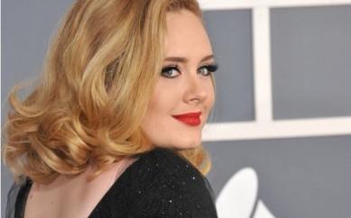 Adele e Burberry il nuovo duo del curvy fashion system?