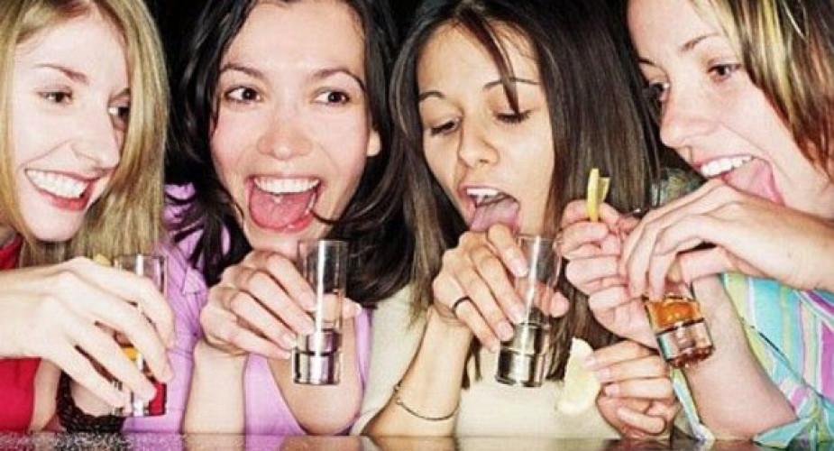Drunkoressia è allarme: oltre 300.000 giovani a rischio anoressia