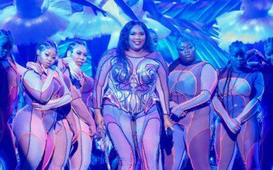Lizzo e le ballerine oversize ai Grammy 2020: il trionfo della body inclusive